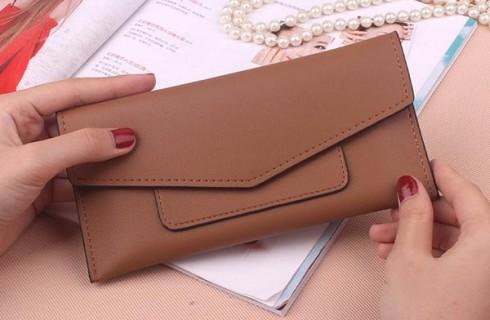 Giờ đây ví cầm tay giá rẻ đang lên ngôi